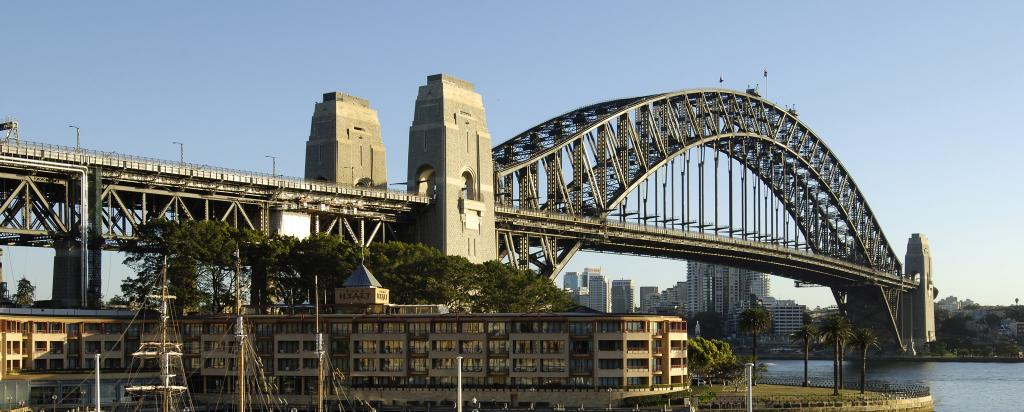 Cleaning the Sydney Harbour Bridge