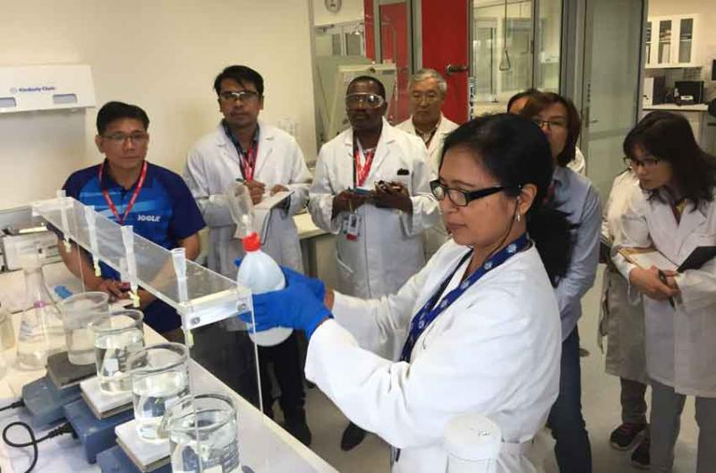 Atun Zawadzki demonstrates a laboratory technique for participants