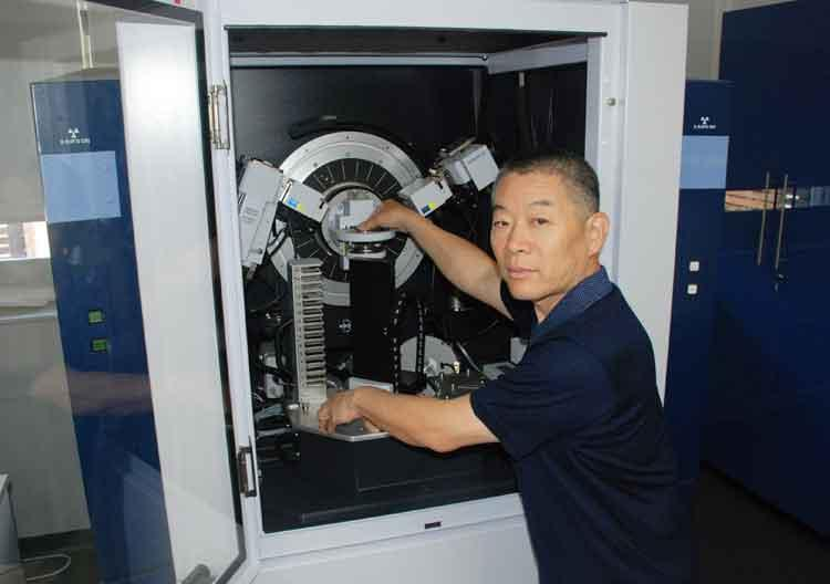 Dr Yingjie Zhang at the X-ray diffractometer.